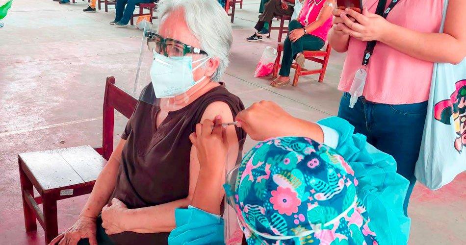 Inició la primera fase de vacunación para los adultos mayores de 70 años