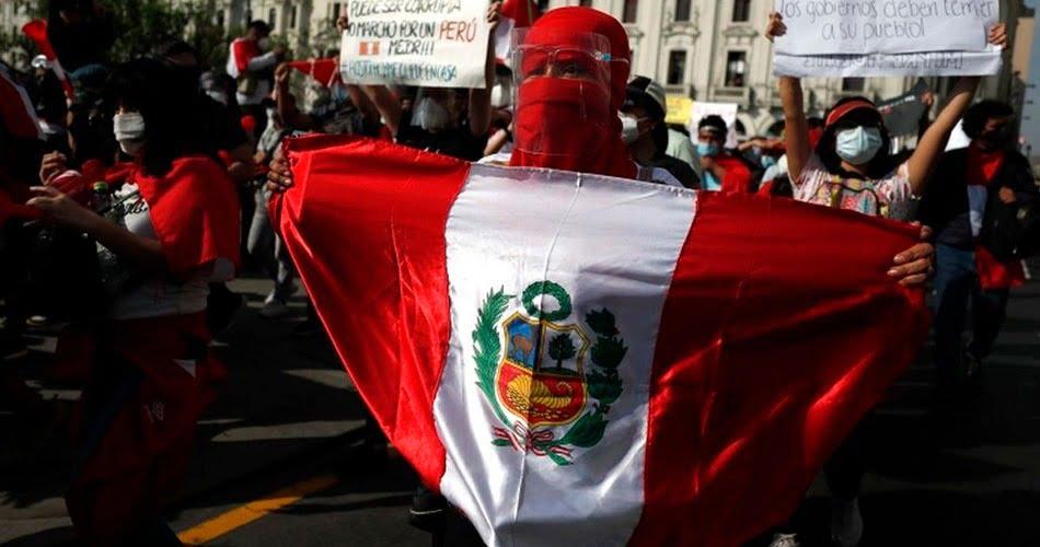 """Manifestación Nacional: """"No me representa ni Keiko ni Castillo"""""""