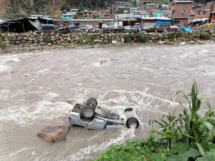 Ancash: Joven padre muere ahogado tras caer a río en su auto